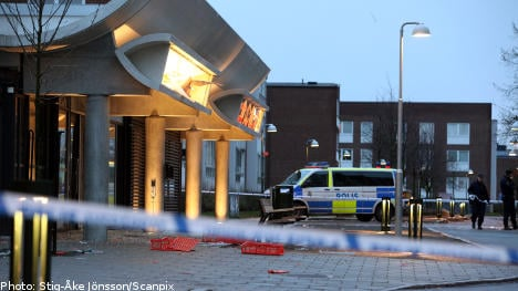 Explosion destroys store in Malmö suburb