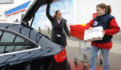 Supermarkets launch 'drive-in' grocery shopping