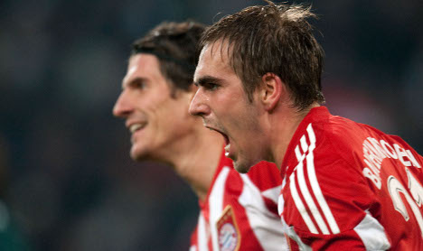 Lahm says Bayern not yet out of title race