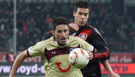 Ballack back on pitch to beat Hannover