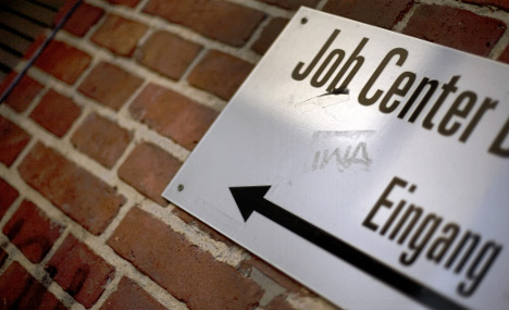 Unemployment falls to 7.7 percent in 2010