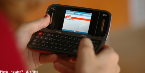 Swedes break text messaging record