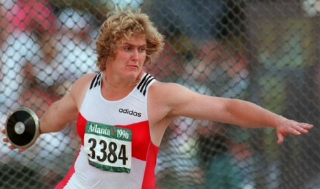 Olympic discus gold medal winner loses leg to infection