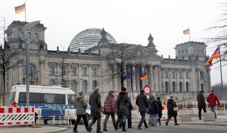 Canadian arrested for making Hitler salute in front of Reichstag