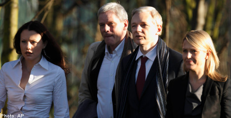 Lawyers: no need for Assange to go to Sweden