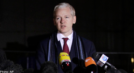 Assange 'offered to come to Sweden': lawyer