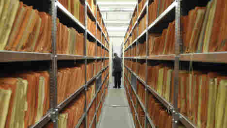 More than 50 ex-Stasi work for files authority
