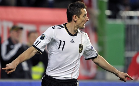 Germany close in on Euro 2012