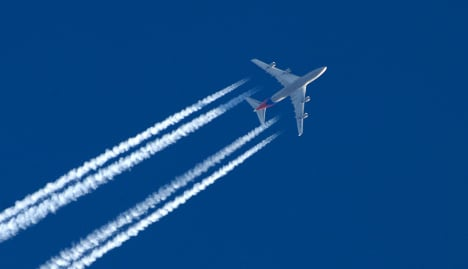 Aircraft contrails causing global warming