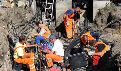 Police target leftist group for rail cable arson