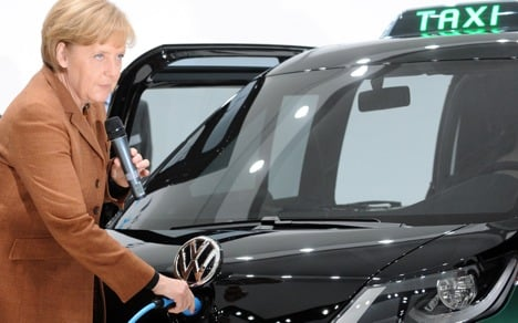 Government to pump billions into electric cars