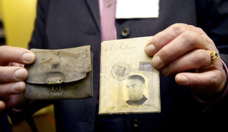 Group to return items from Nazi camp victims