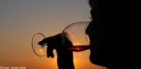 Alcoholism linked to family drinking: study