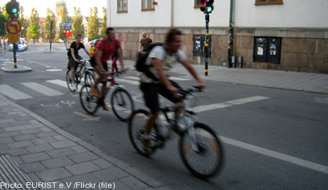 Let city cyclists run red lights: politicians