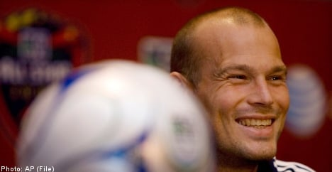 Ljungberg agrees to bumper Japanese deal