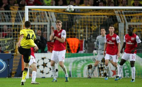 Borussia take point from Arsenal in return to Champions League