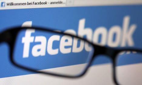 Facebook signs up to voluntary privacy code