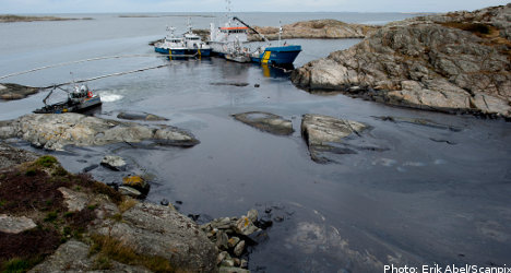 Fine weather aids oil spill clean-up