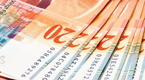 Swiss exports fall on franc's strength