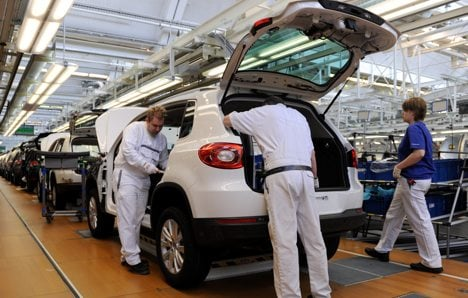 VW to increase workforce to half a million