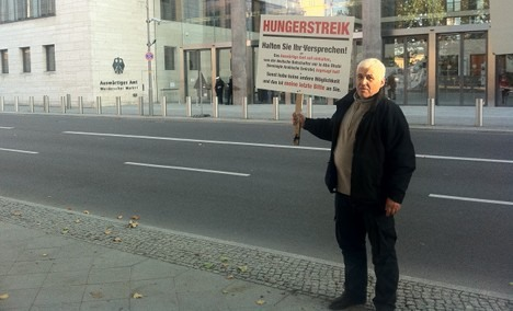 Businessman on hunger strike outside Foreign Ministry