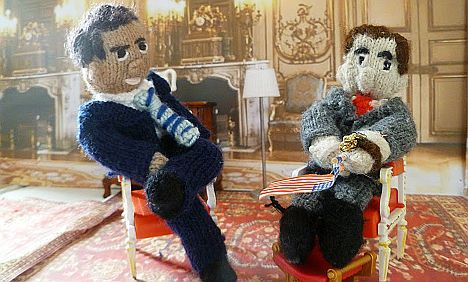 French blogger needles rich and powerful with knitted news