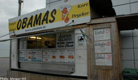 Hungry Swedes queue up for Obamas sausage