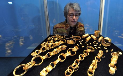 Archaeologists show off priceless gold haul