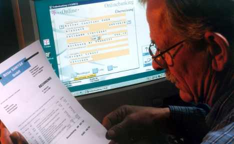 Bank gives €200 million to man by mistake