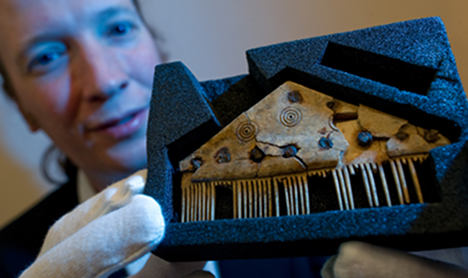 Scientists find runes on ancient comb