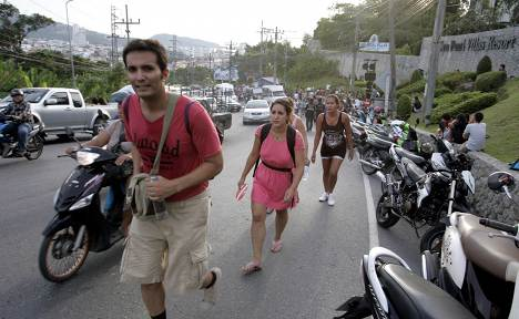 Tourists evacuated from beaches in tsunami scare