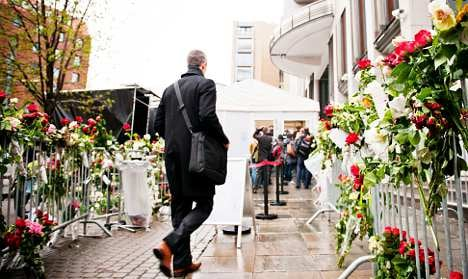 Breivik offers apology to non-political victims