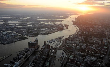 Giant cargo ships head to Hamburg after river vote