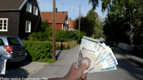 Police suspect theft after surprise cash 'windfall'