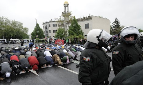 100 arrests as Muslims clash with far-right