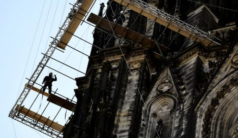 Cops chase thief onto Cologne Cathedral