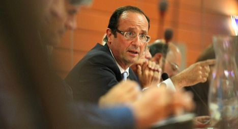 Confident Hollande heads for final straight