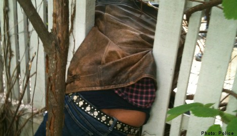 Police share pic when chubby thief gets stuck