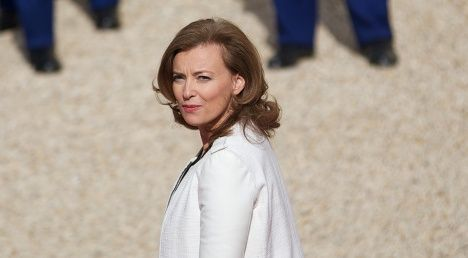 Sarkozy's wives gang up on Hollande's girlfriend