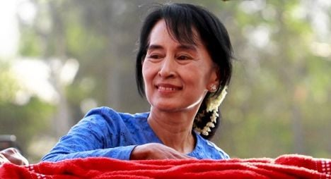 Standing ovation for Suu Kyi at Swiss parliament