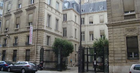 Man with fire extinguisher attacks Hollande HQ