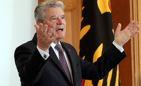 President Gauck delays EU bailout approval