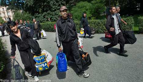 Stranded pickers to be bussed home: official