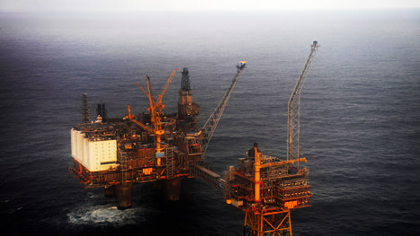Norway government calls talks to end oil strike