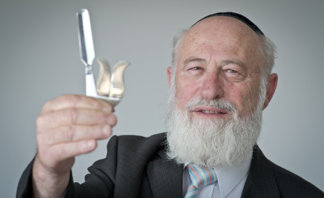 First report against rabbi for circumcision