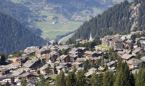 Switzerland delays holiday home restrictions