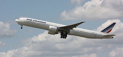 Pilot starts whip-round to refuel diverted plane