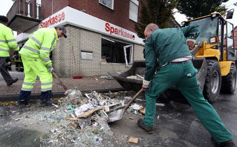 Thieves dynamite ATM, blow up bank