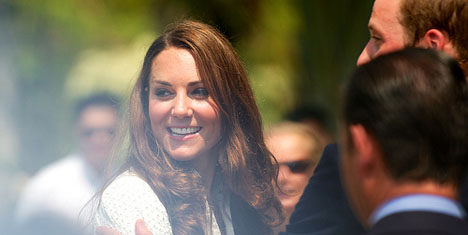 French magazine hands over topless Kate pics