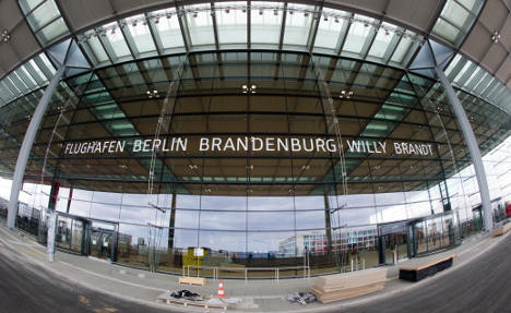 Air Berlin sues over new airport delay